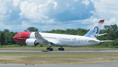 Norweigan Air currently operates seven 787-8s and plans to order 20 of the 787-9 model. (Photo/Boeing)