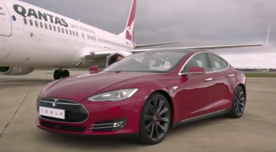 A Boeing 737-800 operated by Qantas and a Tesla Model S took off together. Watch the video below to see which mode of transportation burned up the runway the fastest. (Screen capture from YouTube)